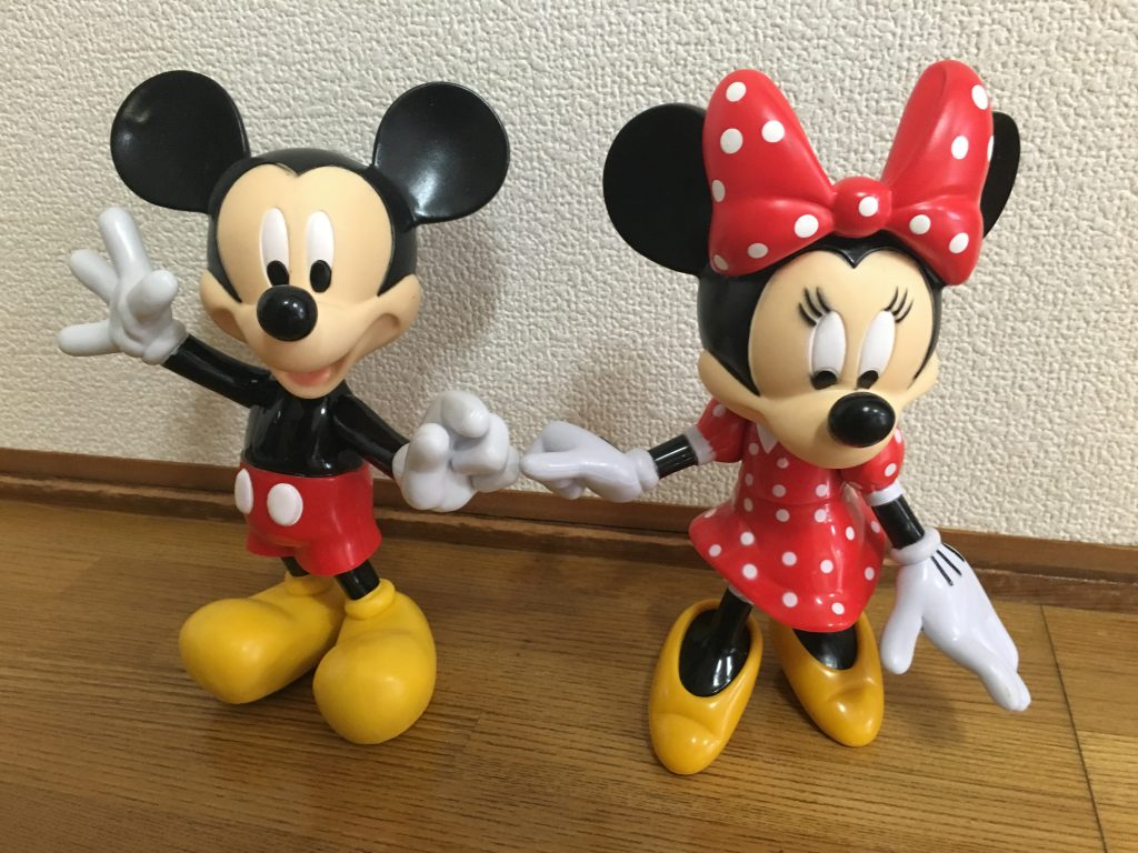 ミッキーとミニーの置物